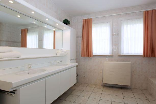 vakantievilla badkamer hotel ambassador de panne kust
