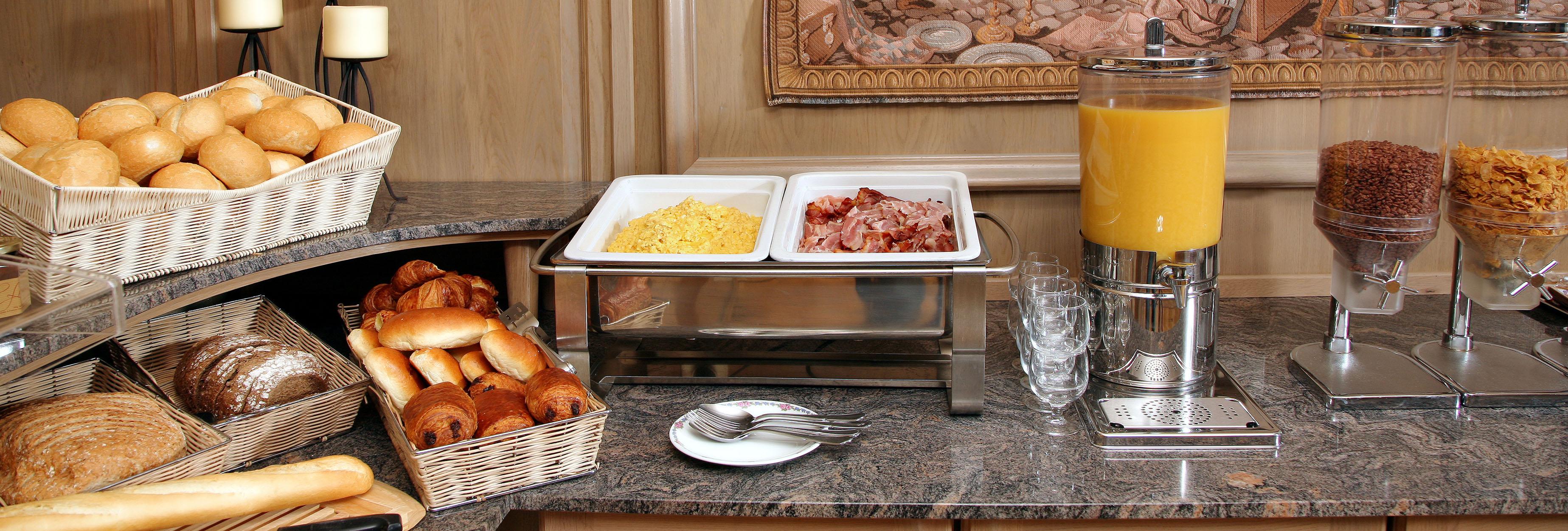 ontbijtbuffet hotel ambassador de panne kust