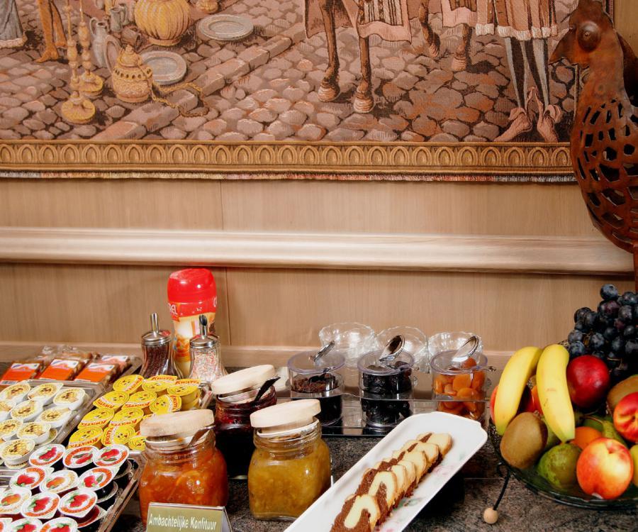 ontbijt buffet hotel ambassador de panne kust
